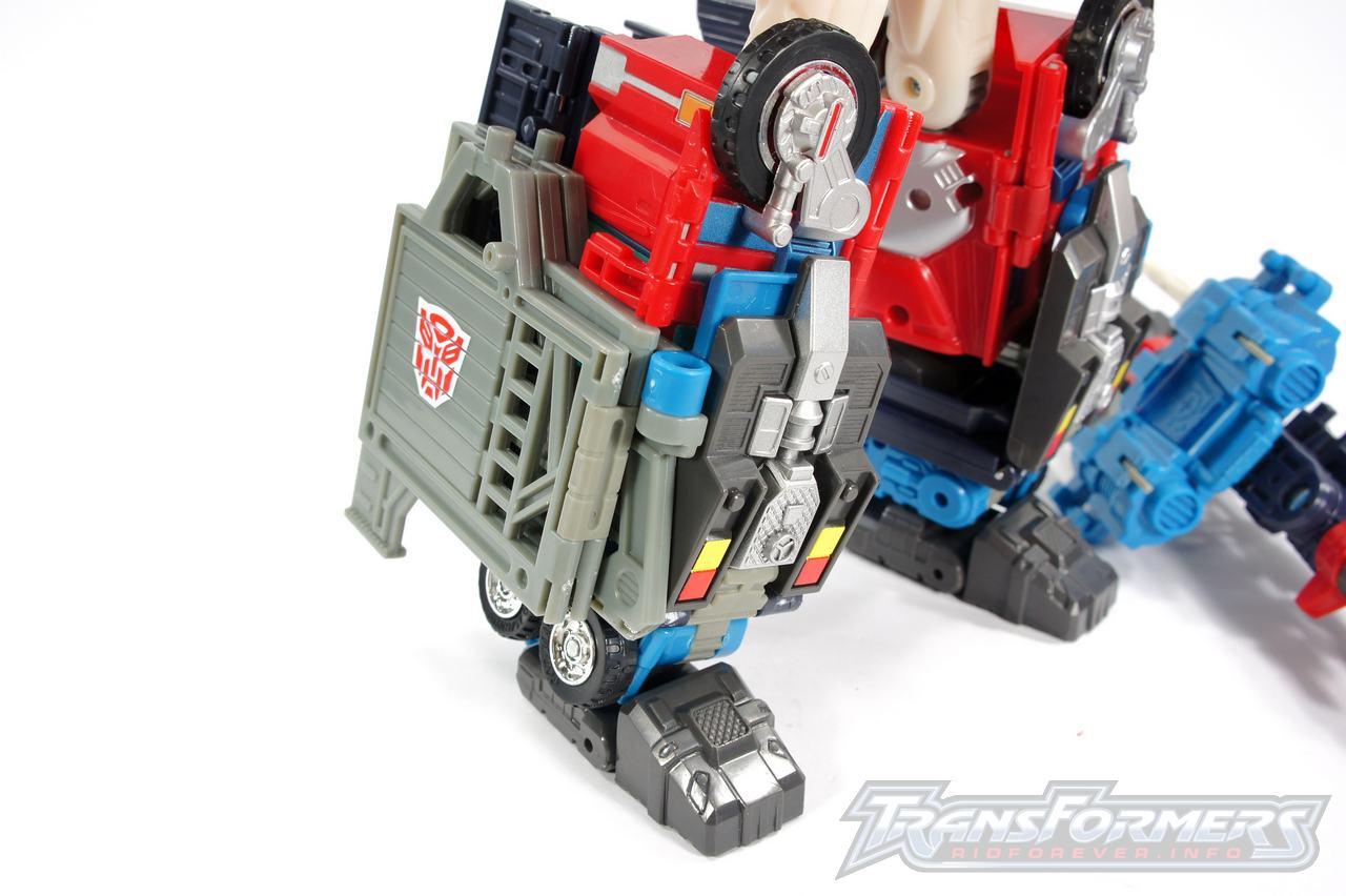 Cybertron Omega Prime 07