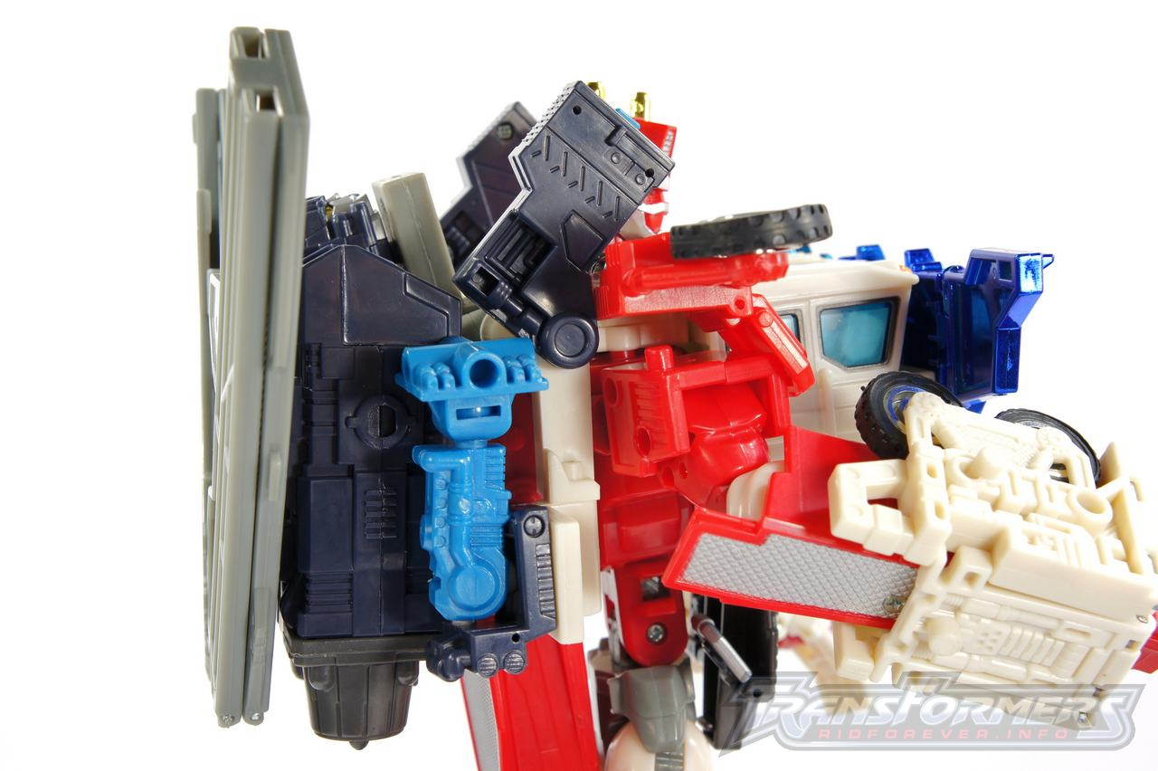 Cybertron Omega Prime 08