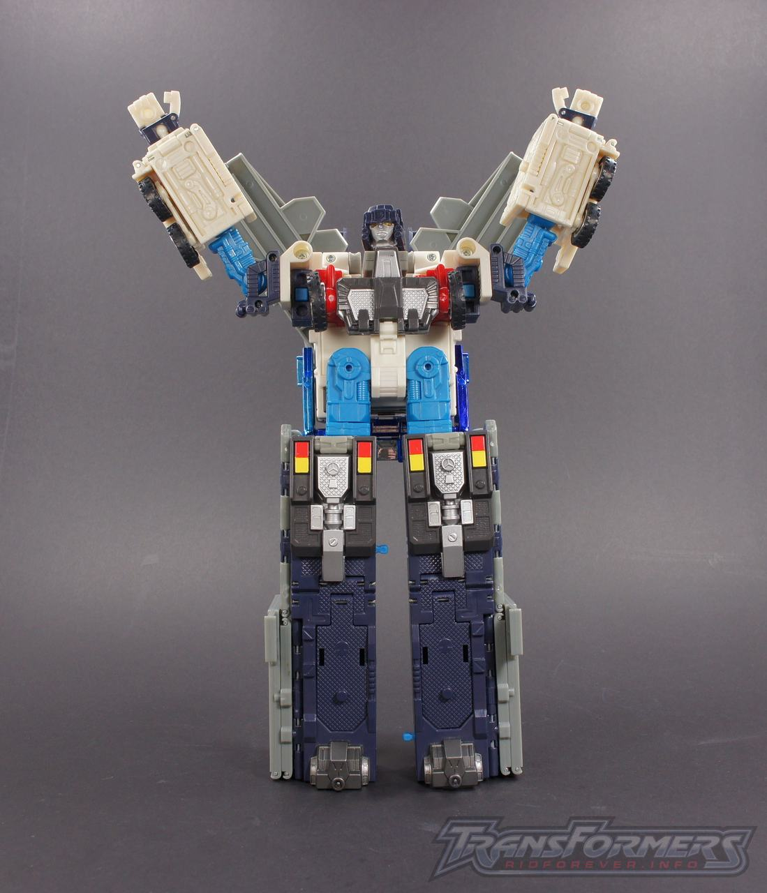 Cybertron Ultra Magnus 05
