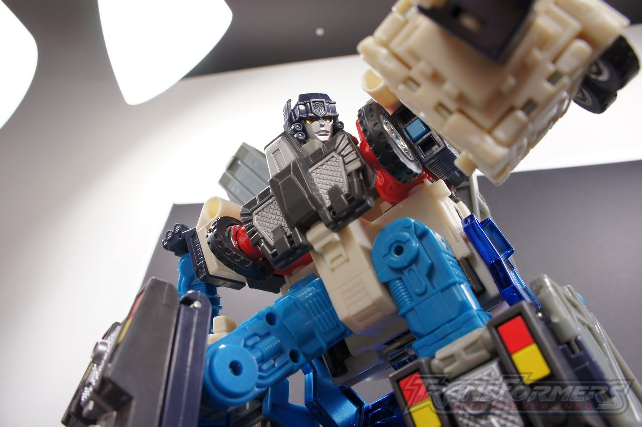 Cybertron Ultra Magnus 15