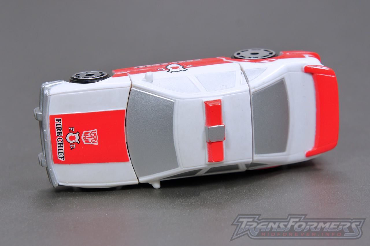 Universe G1 Prowl Red Alert 03