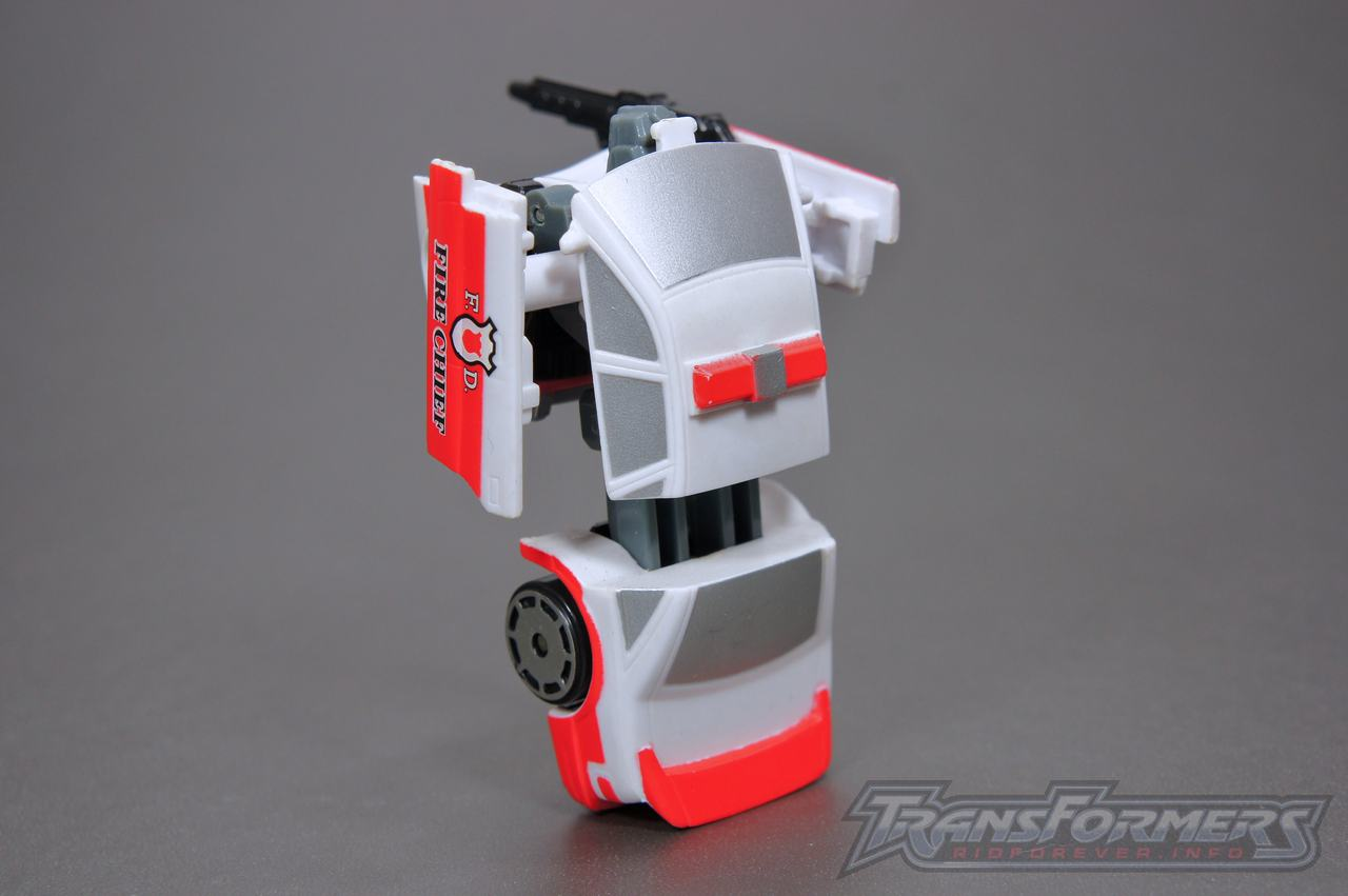 Universe G1 Prowl Red Alert 06