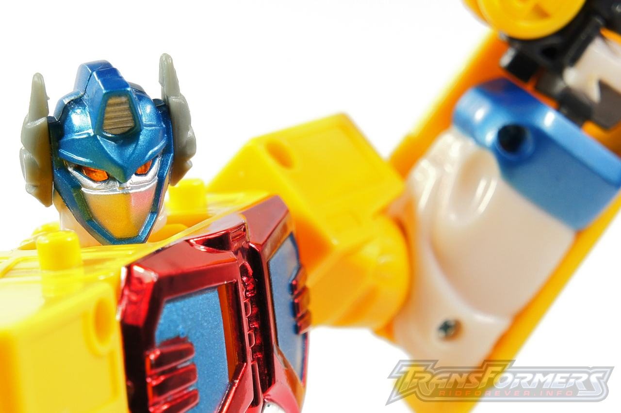 Universe Yellow Optimus Prime 008