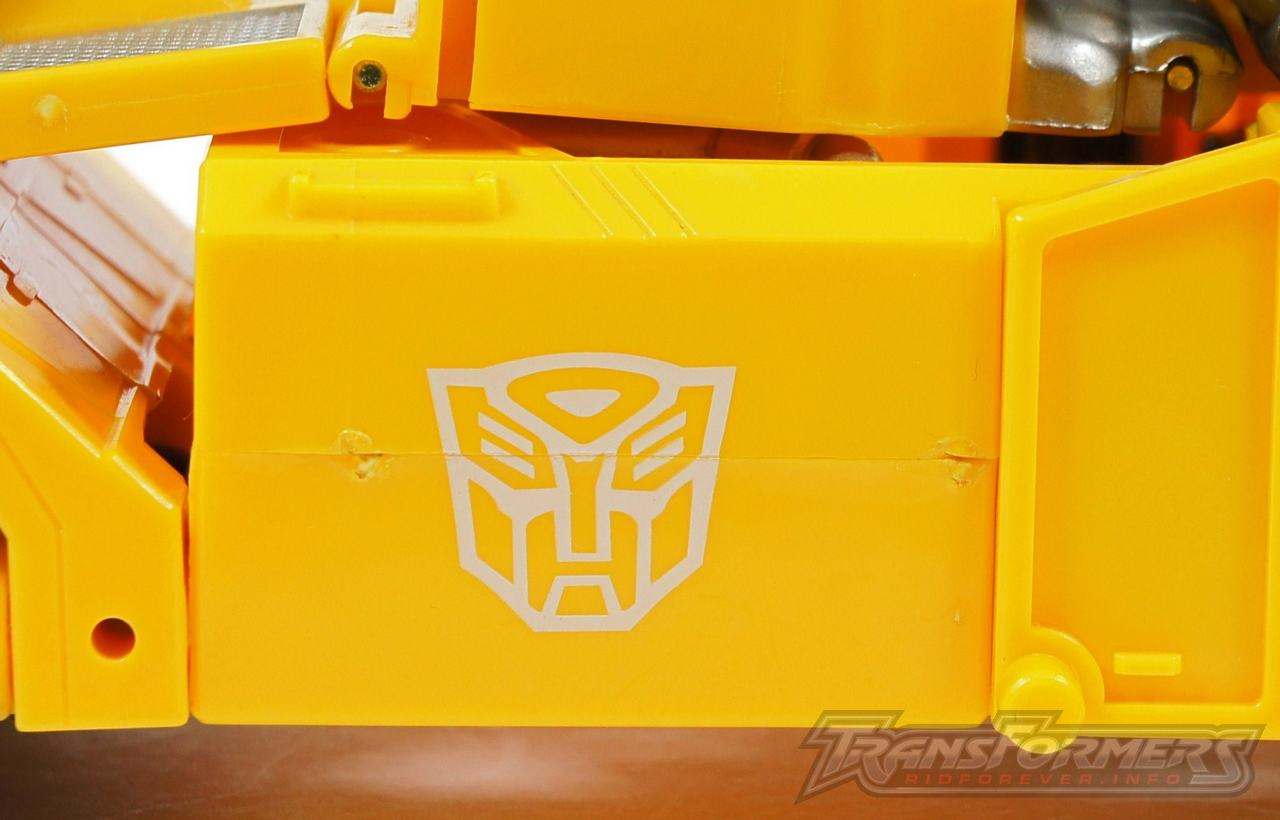 Universe Yellow Optimus Prime 044