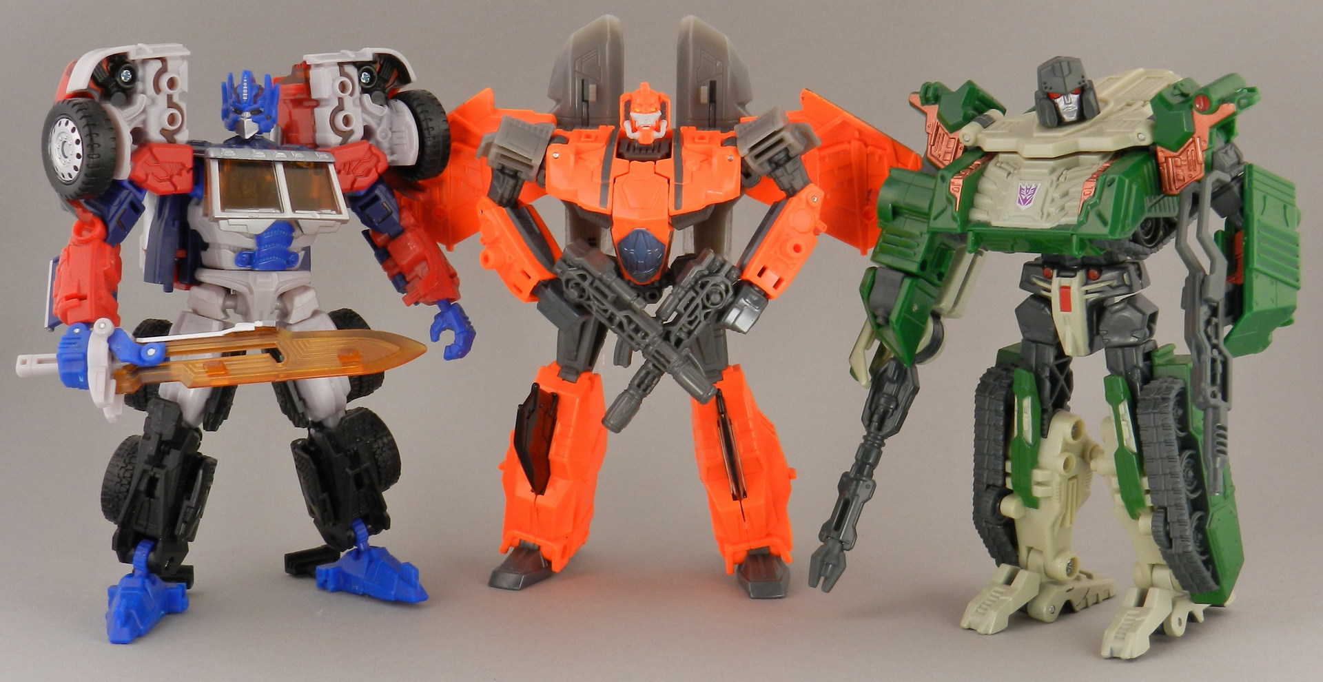 jhiaxus-with-reveal-the-shield-g2-optimus-prime-and-classics-g2-megatron-jpg