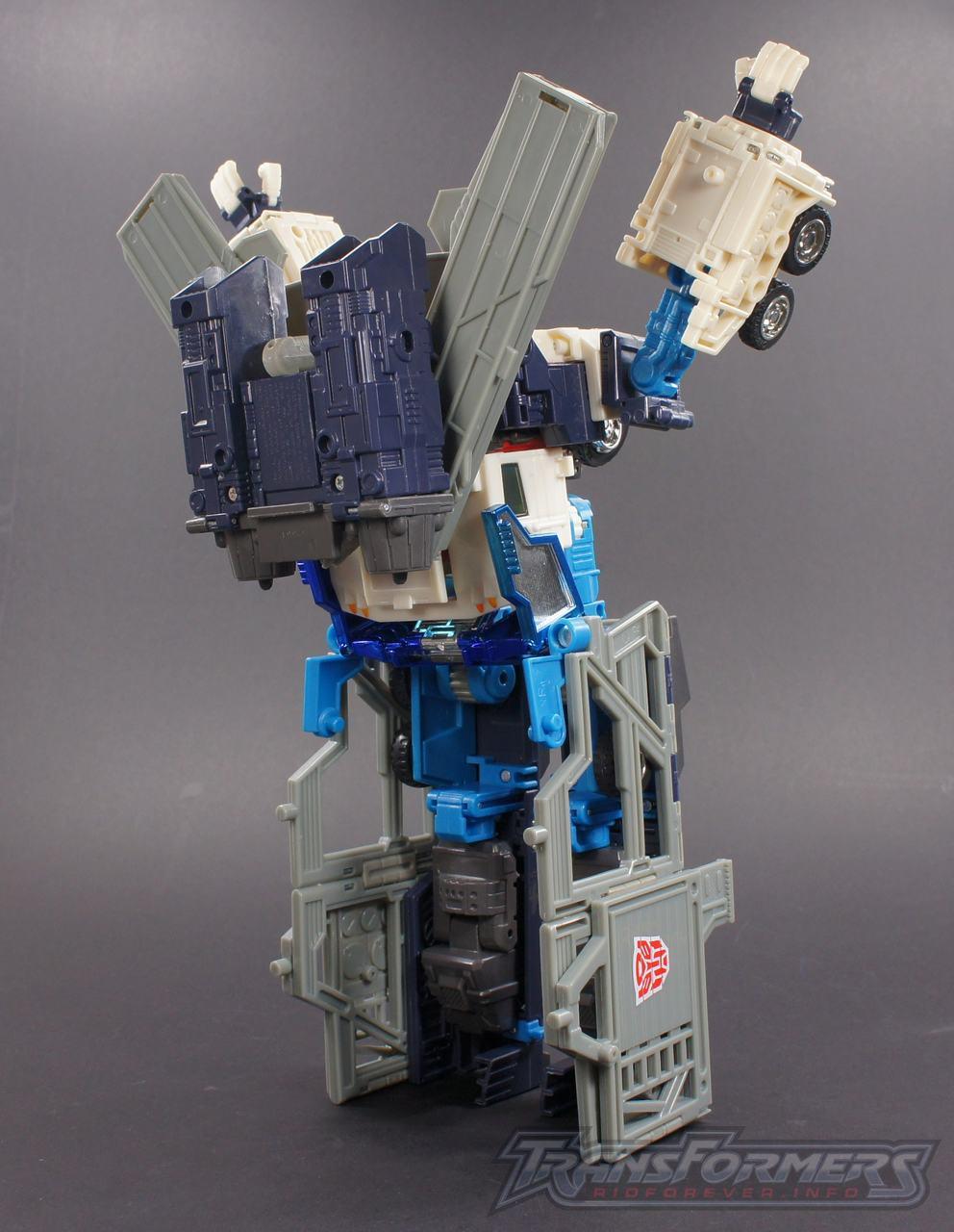 Cybertron Ultra Magnus 07
