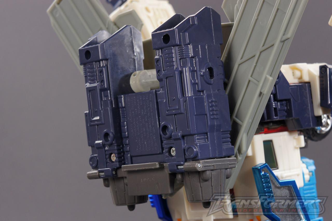 Cybertron Ultra Magnus 09