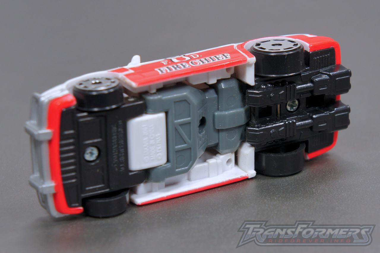 Universe G1 Prowl Red Alert 04