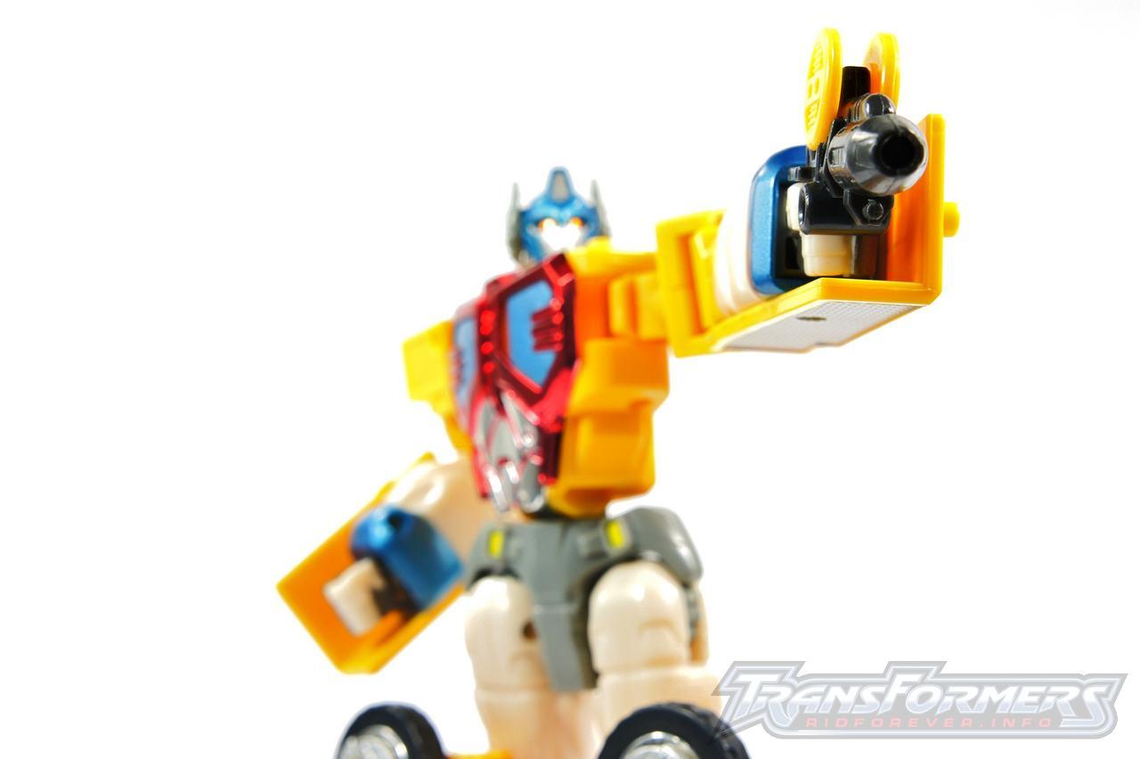Universe Yellow Optimus Prime 007