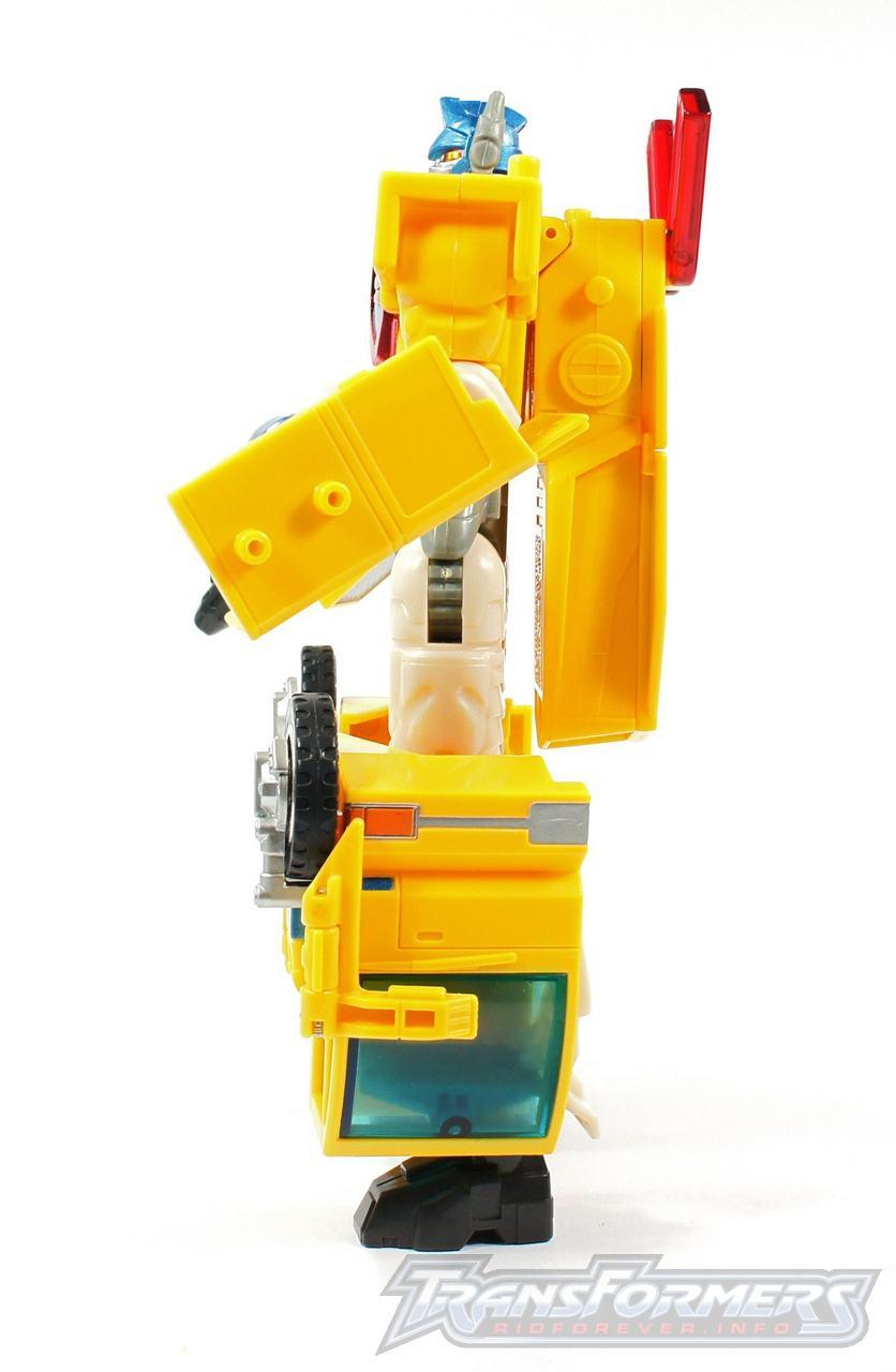 Universe Yellow Optimus Prime 011