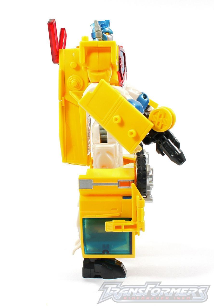 Universe Yellow Optimus Prime 013