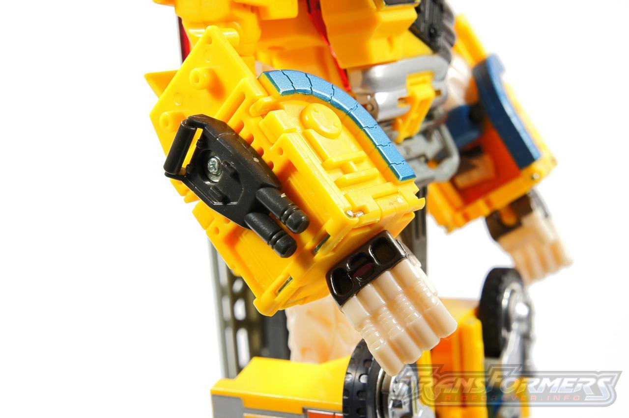Universe Yellow Optimus Prime 021