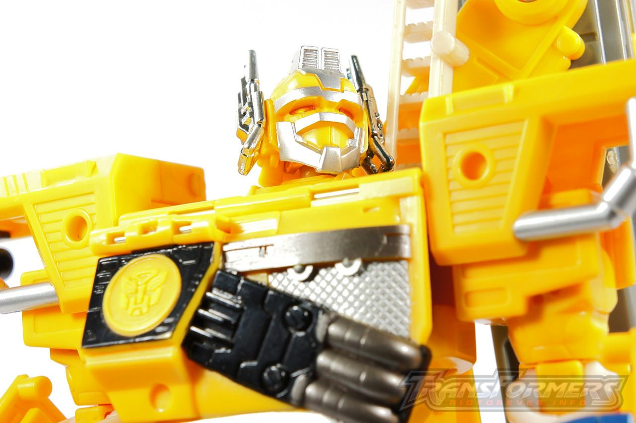 Universe Yellow Optimus Prime 024