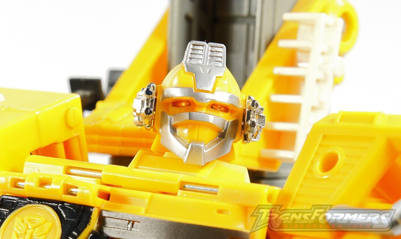 Universe Yellow Optimus Prime 031