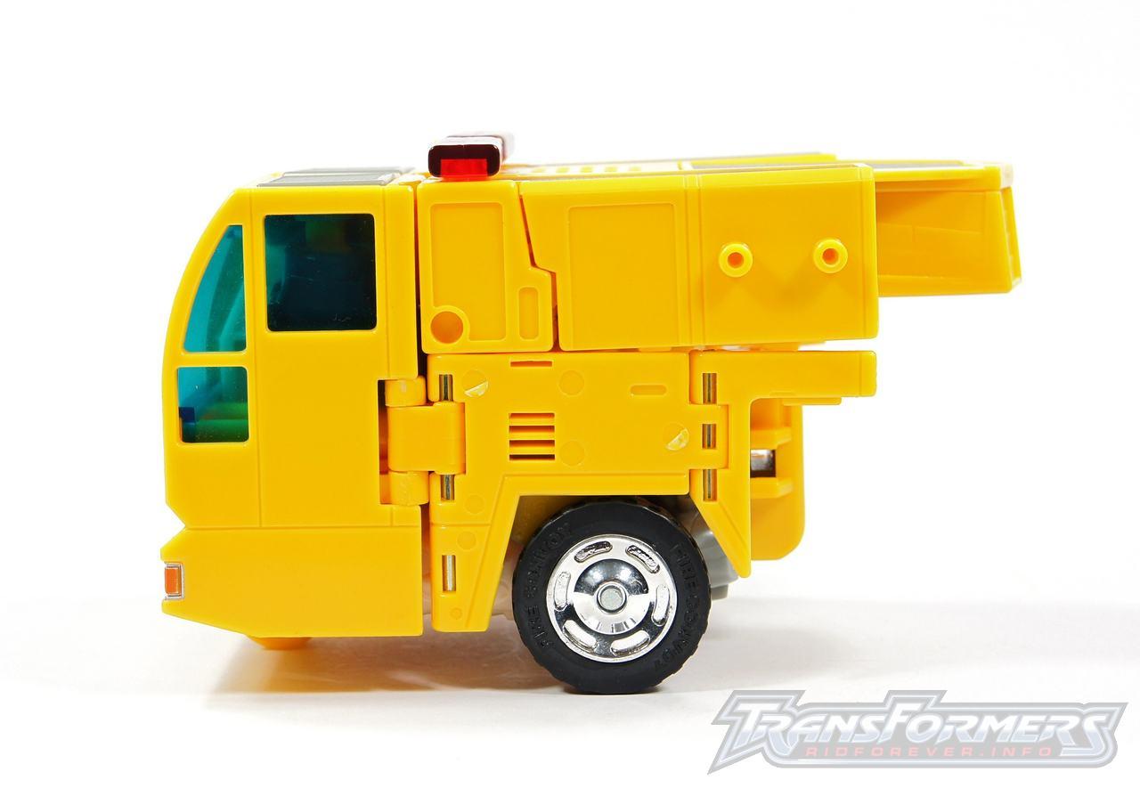 Universe Yellow Optimus Prime 035