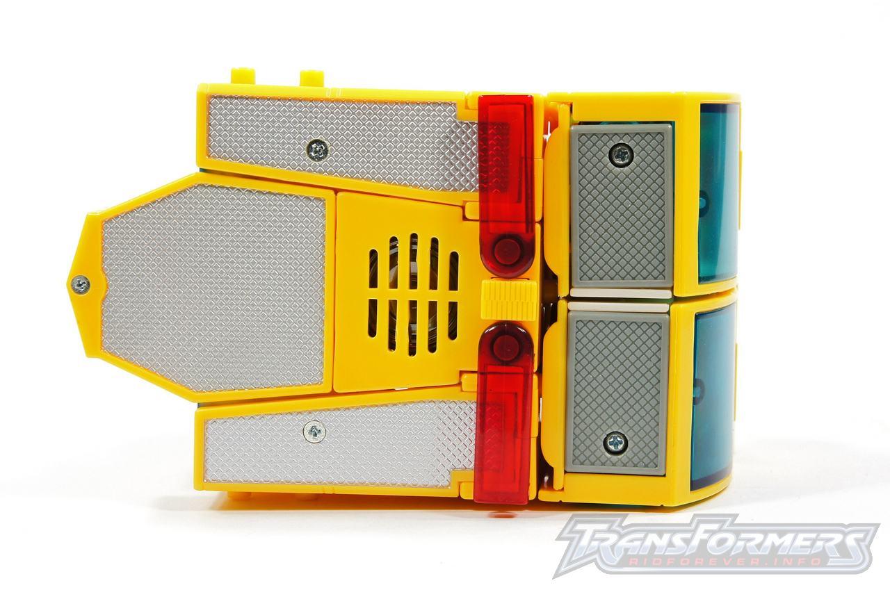 Universe Yellow Optimus Prime 039