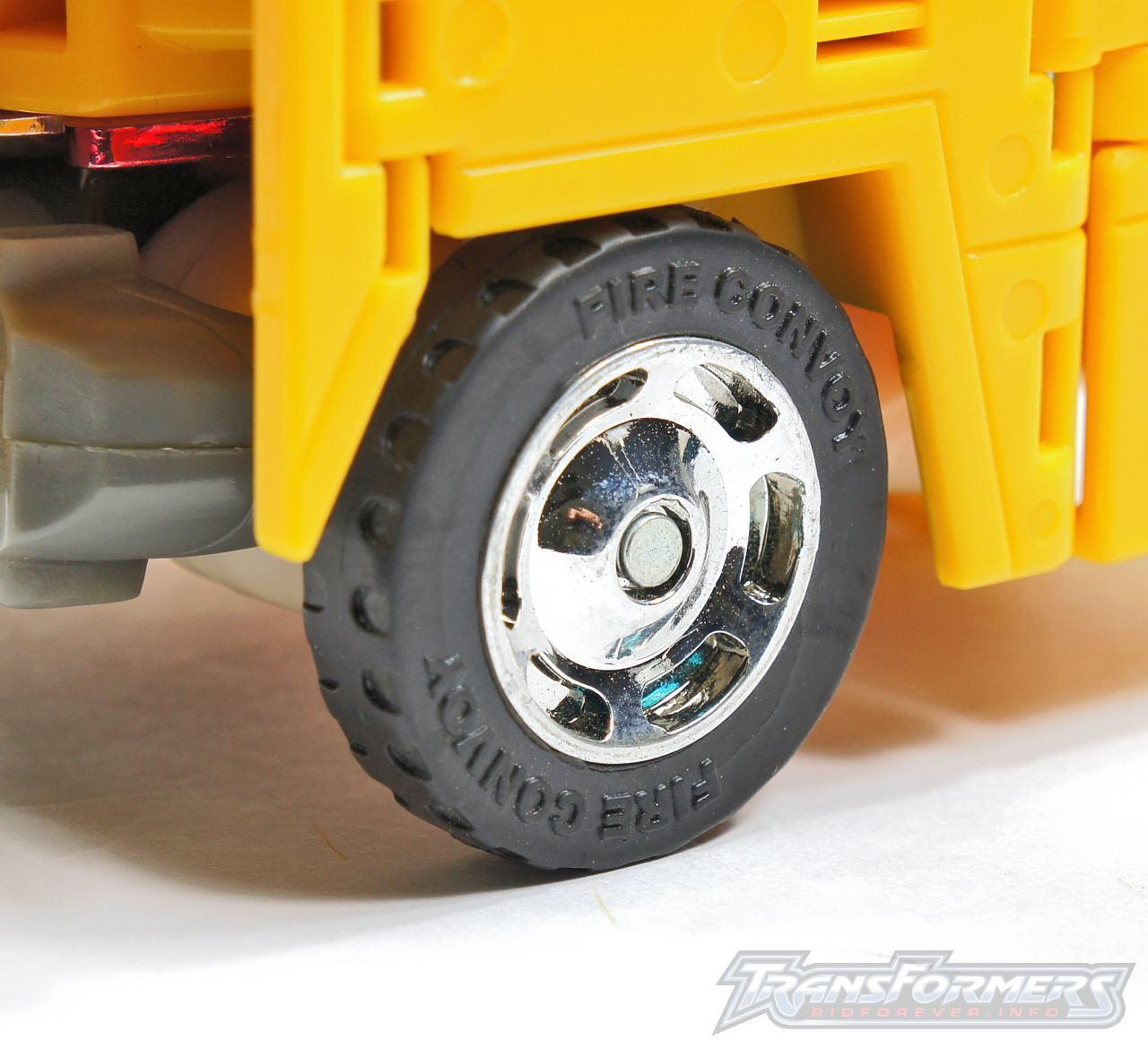 Universe Yellow Optimus Prime 041