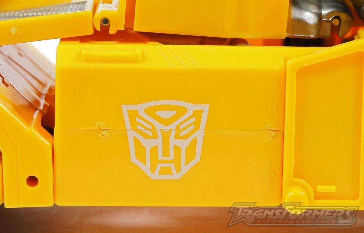 Universe Yellow Optimus Prime 044