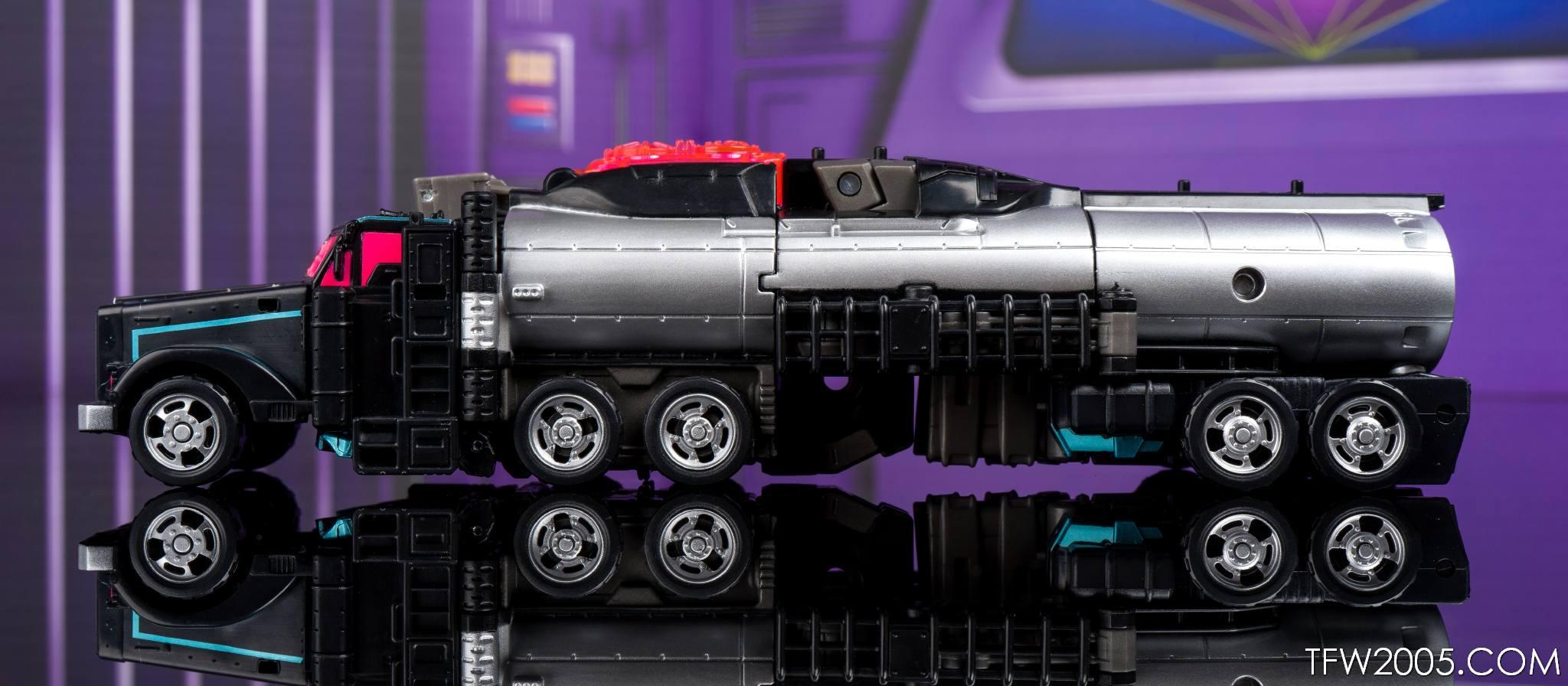 Tokyo Toy Show 2017 Black Convoy 016