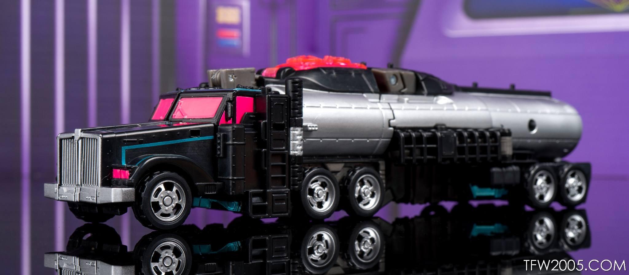Tokyo Toy Show 2017 Black Convoy 017
