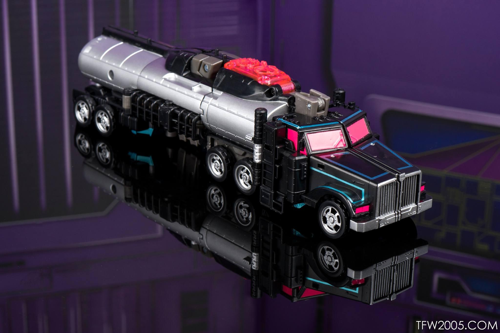 Tokyo Toy Show 2017 Black Convoy 021