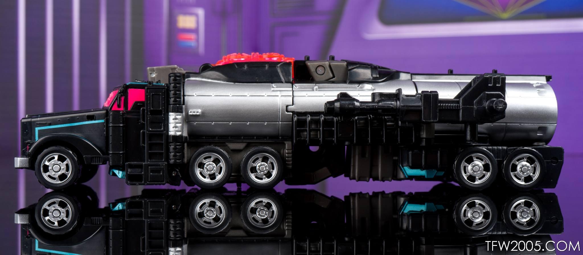 Tokyo Toy Show 2017 Black Convoy 024