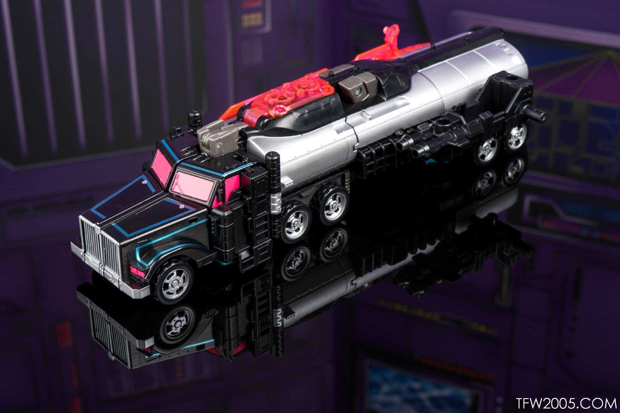 Tokyo Toy Show 2017 Black Convoy 025