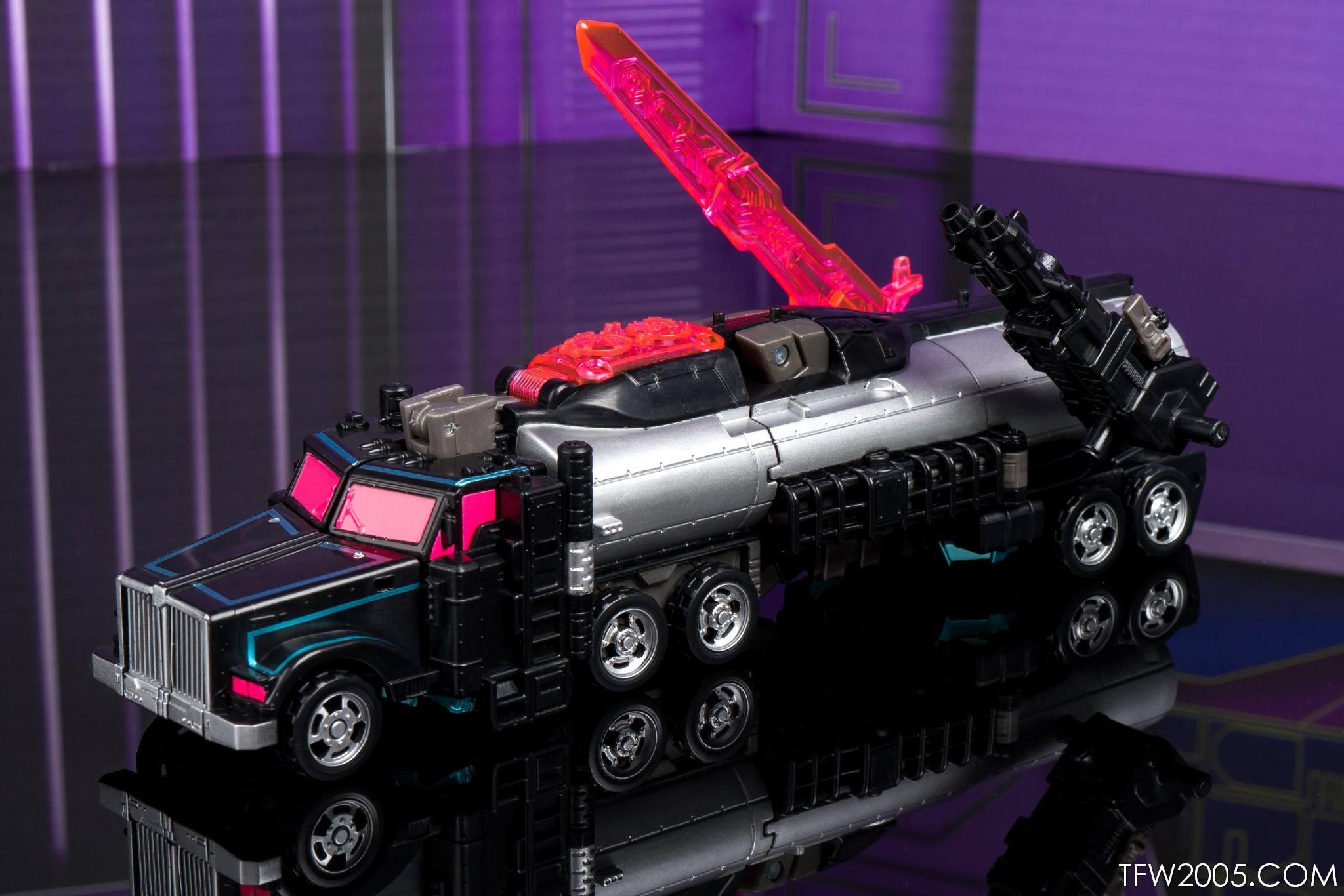 Tokyo Toy Show 2017 Black Convoy 030